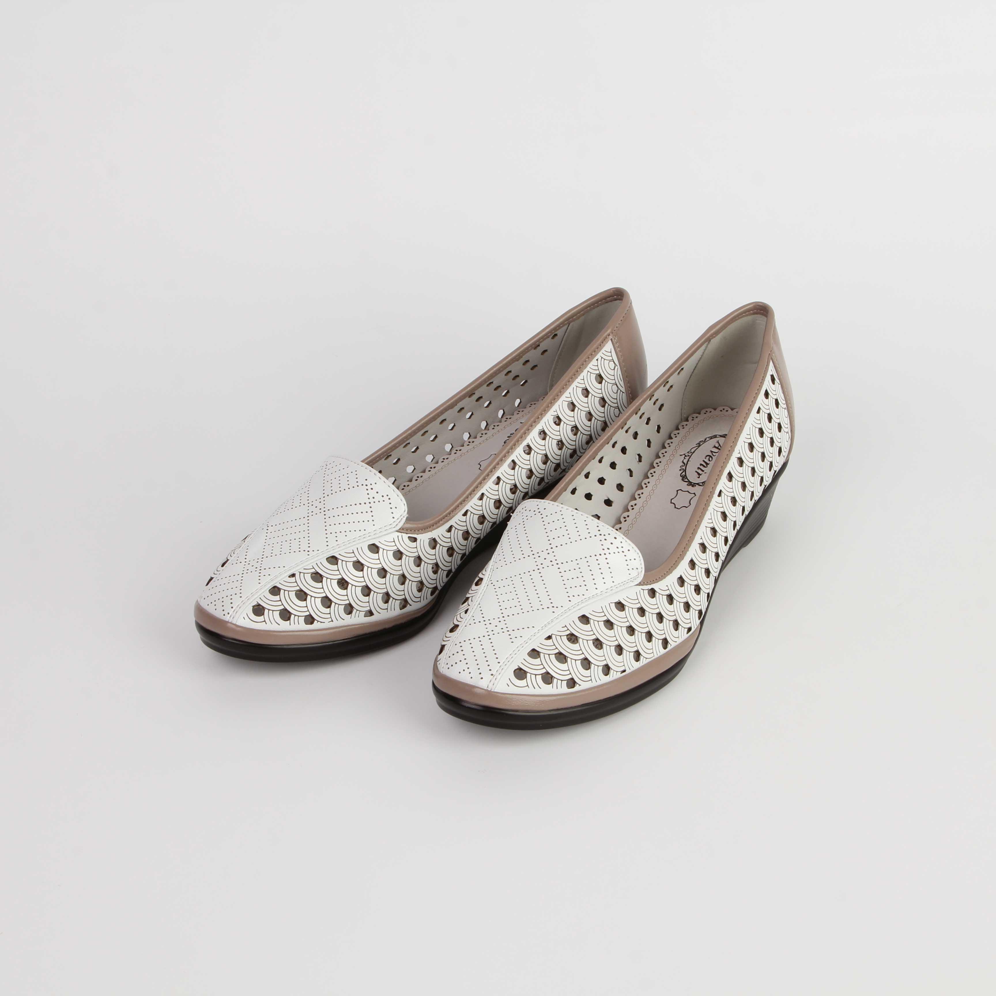 Туфли женские перфорированные с контрастным обрамлением