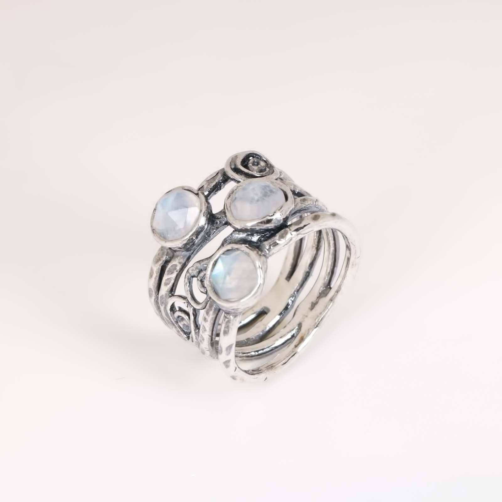 Кольцо «Лунный серпантин»
