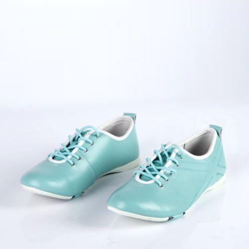Женские ботинки на шнуровке украшенные прострочкой