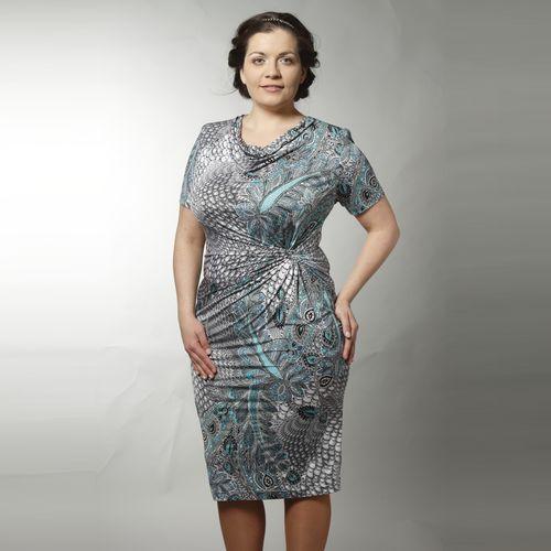 Платье с ярким принтом и воротником «хомут»