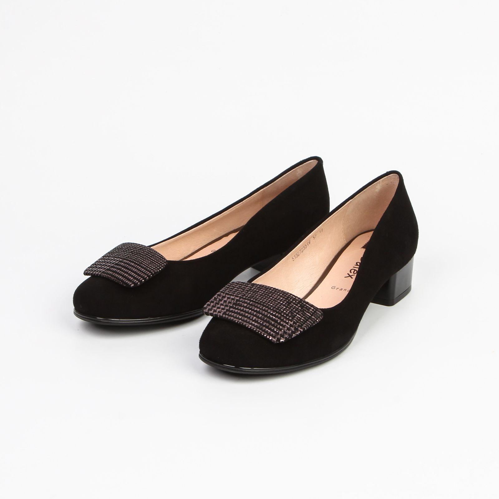 Туфли женские с украшением на мысу