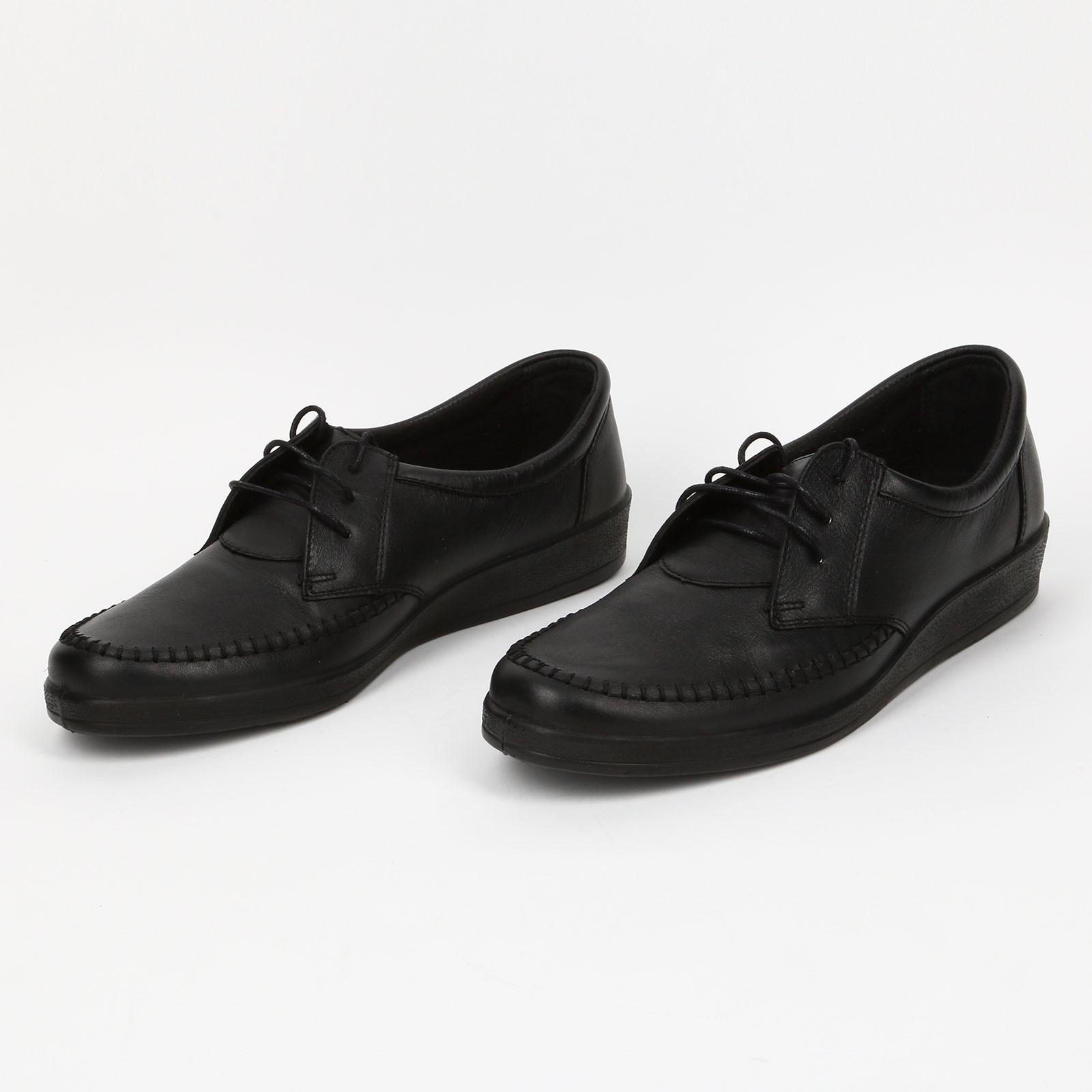 Ботинки на танкетке с декоративной строчкой