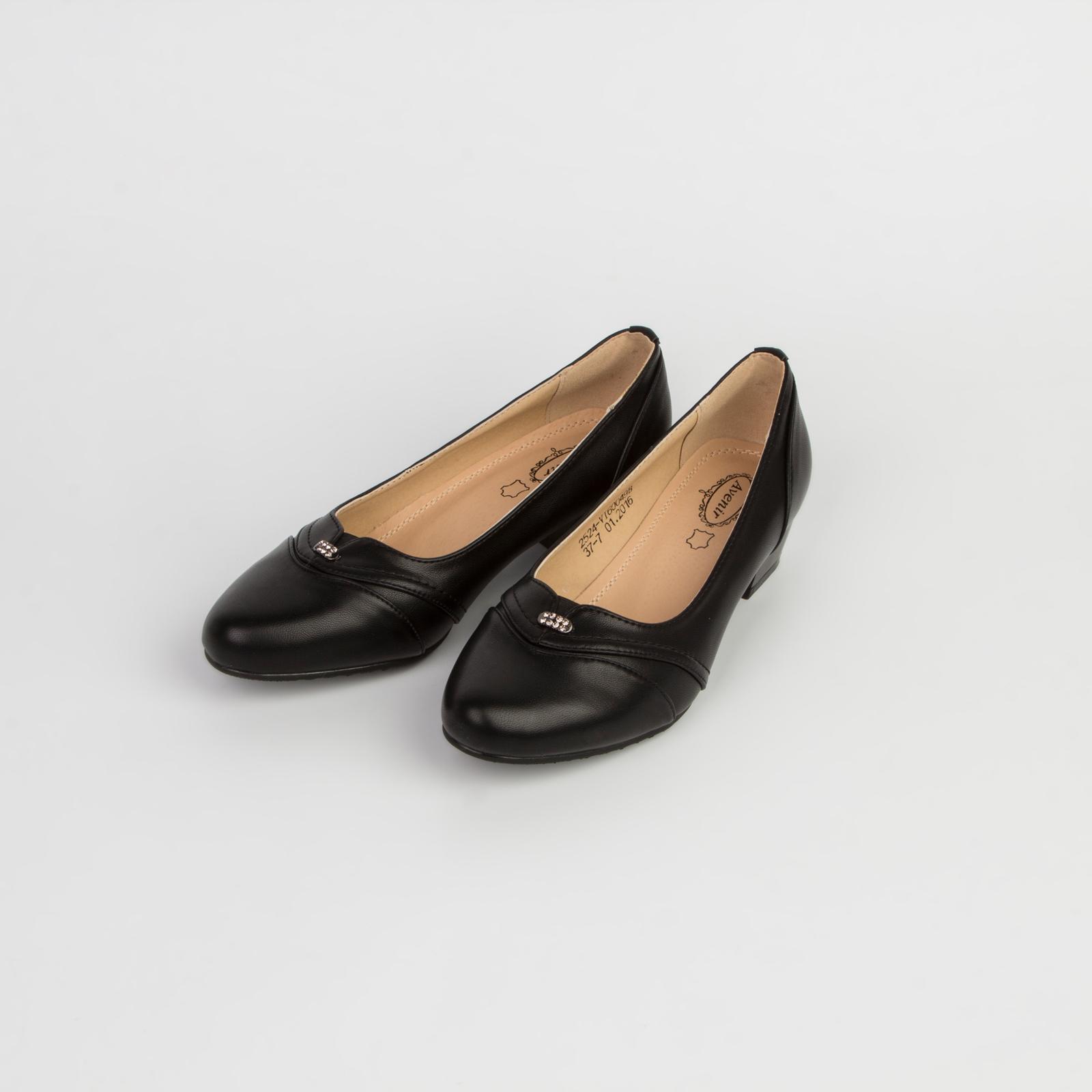 Туфли женские на небольшом каблуке украшенные тиснением