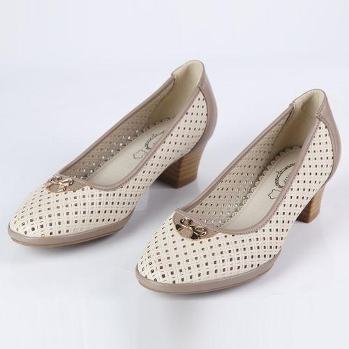 Туфли женские перфорированные на низком каблуке