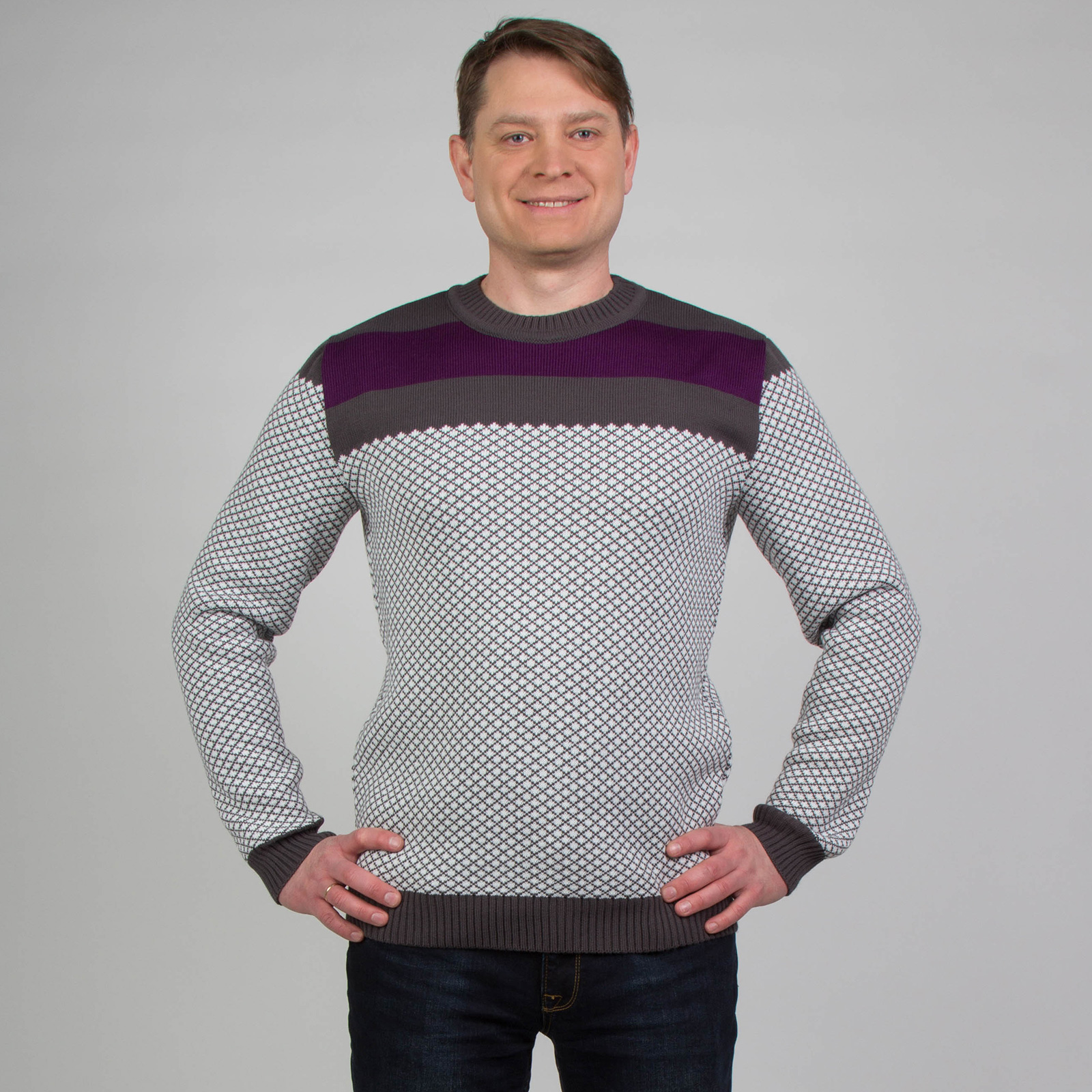 Джемпер контрастного цвета с жаккардовым узором