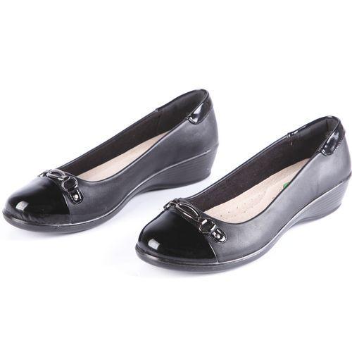 Туфли женские на танкетке и лакированным мысом