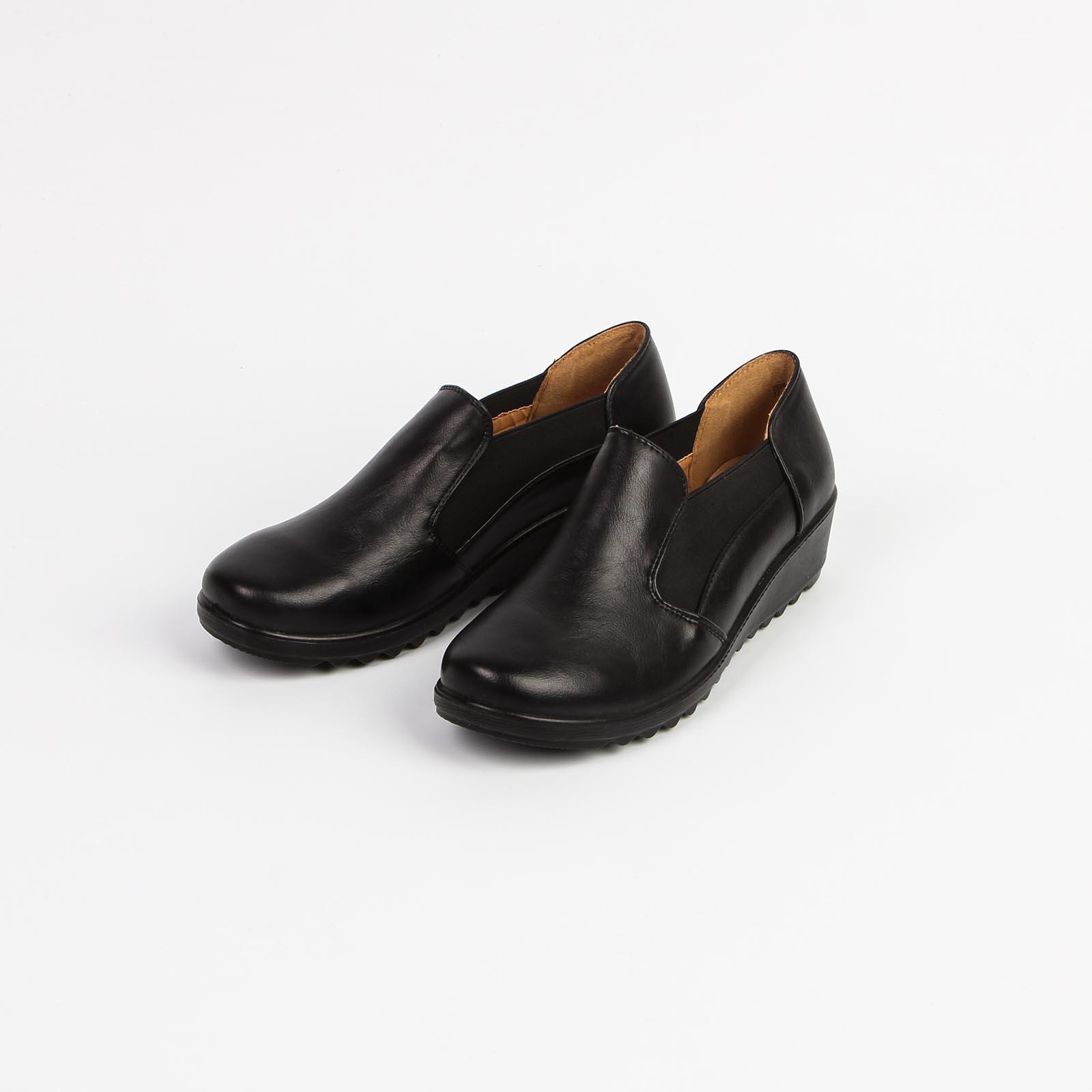 Туфли женские с эластичными вставками по бокам на подошве с рифлением