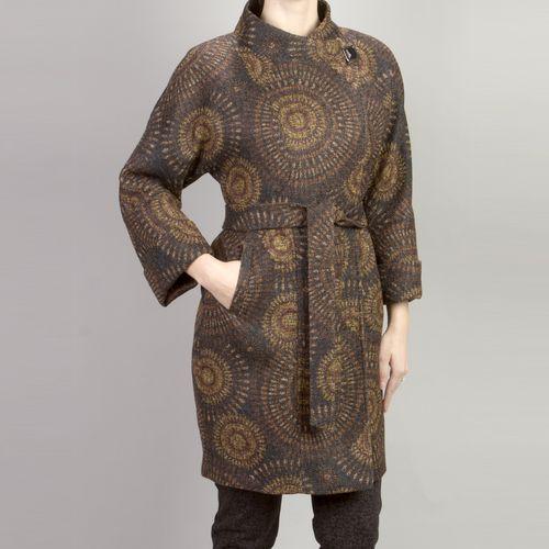 Однобортное пальто с воротником-стойкой и фантазийным принтом