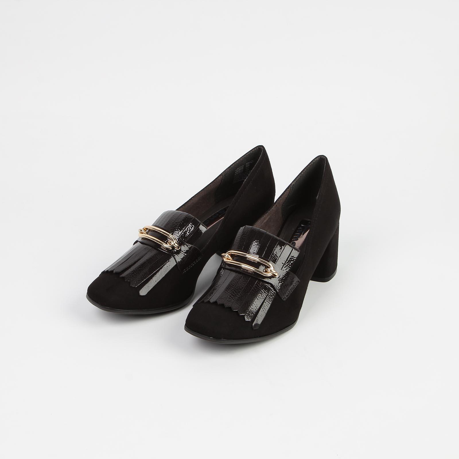 Туфли женские с декорированным язычком