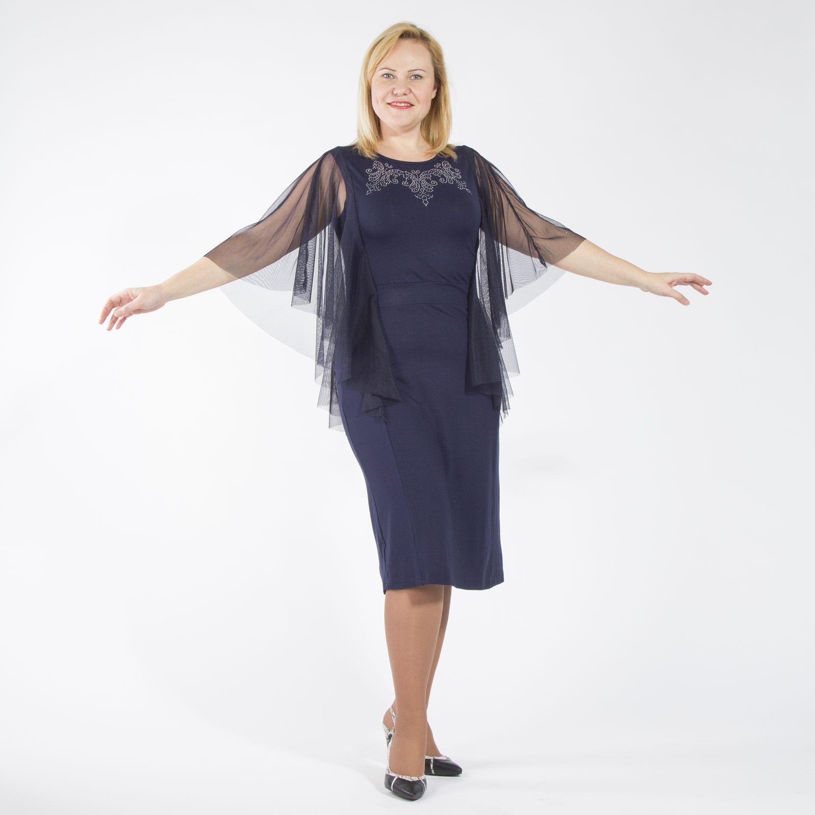 Платье с гипюровыми рукавами и украшением из страз