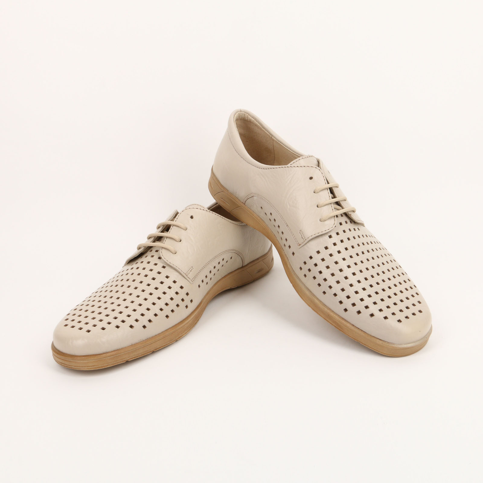 Туфли на шнурках и крупной перфорацией