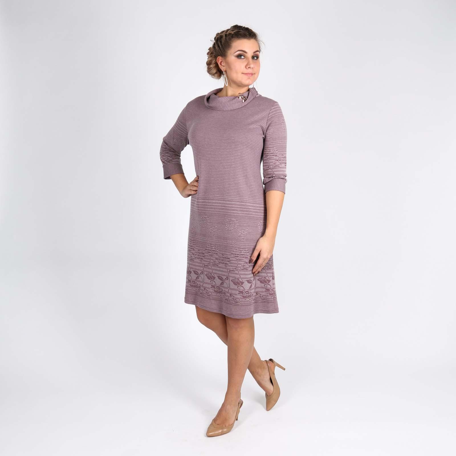 Платье прямого кроя с декоративным элементом