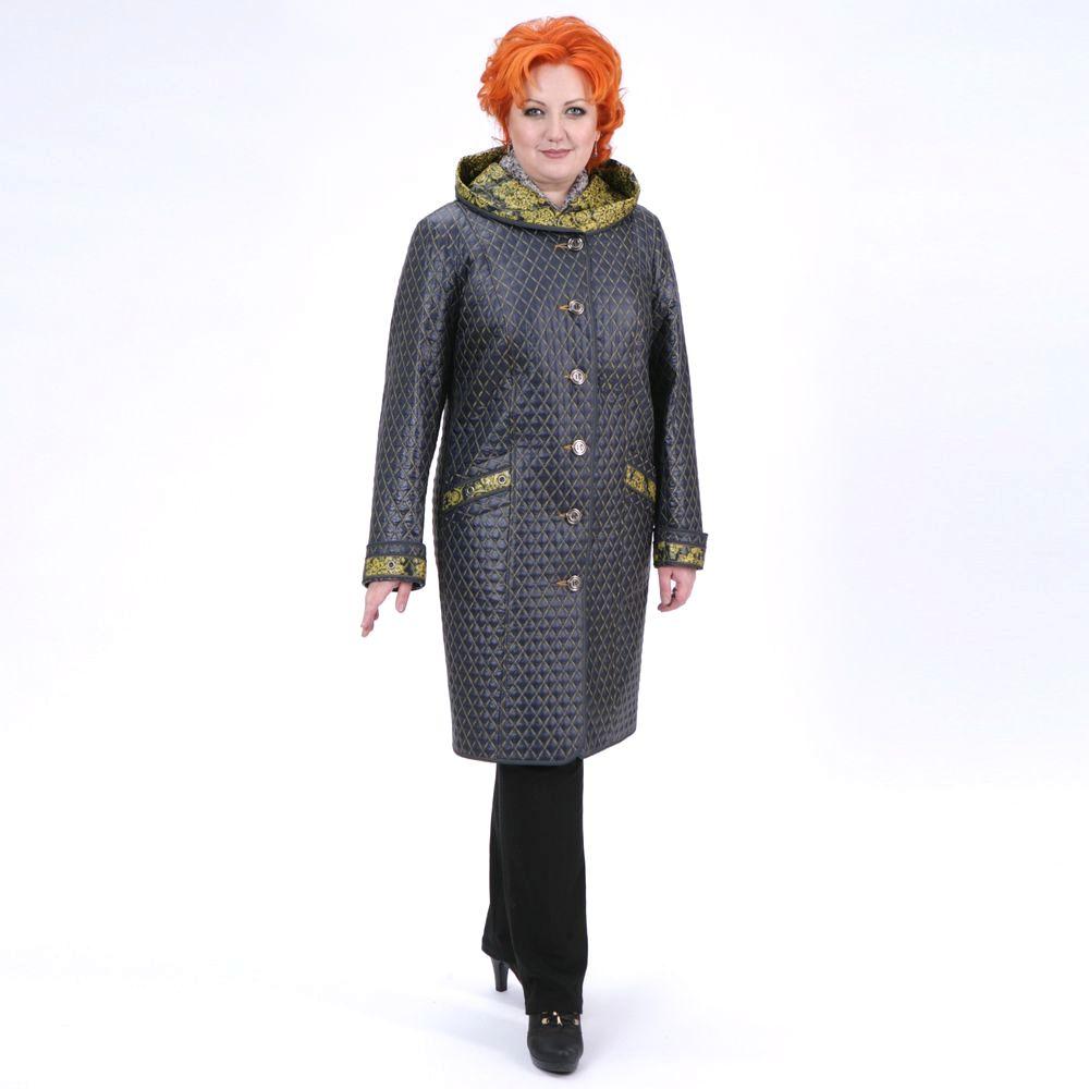 Пальто из стеганой ткани и византийским принтом