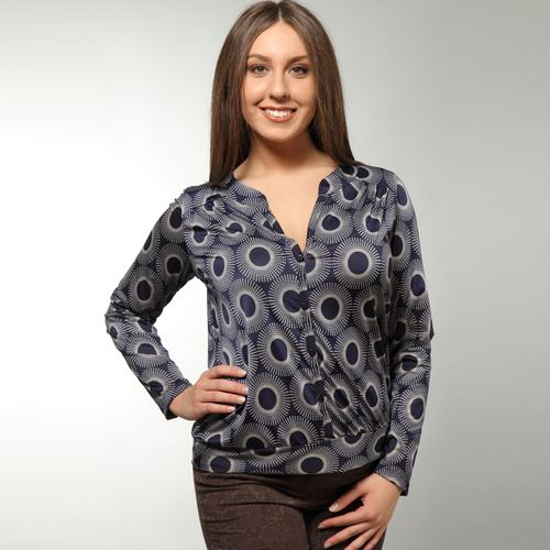 Блуза с шифоновыми рукавами и контрастным принтом