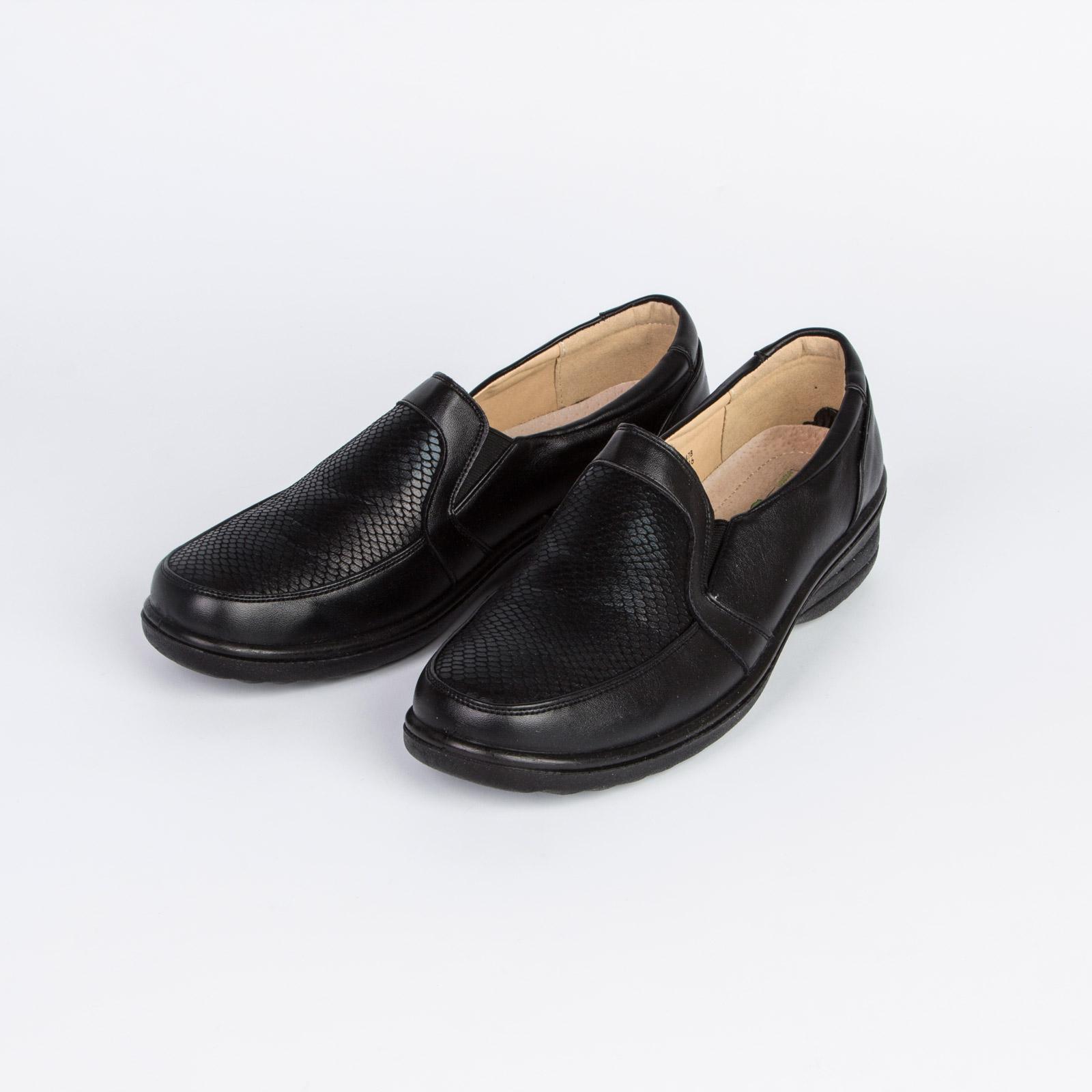 Туфли женские украшенные узорной перфорацией на платформе