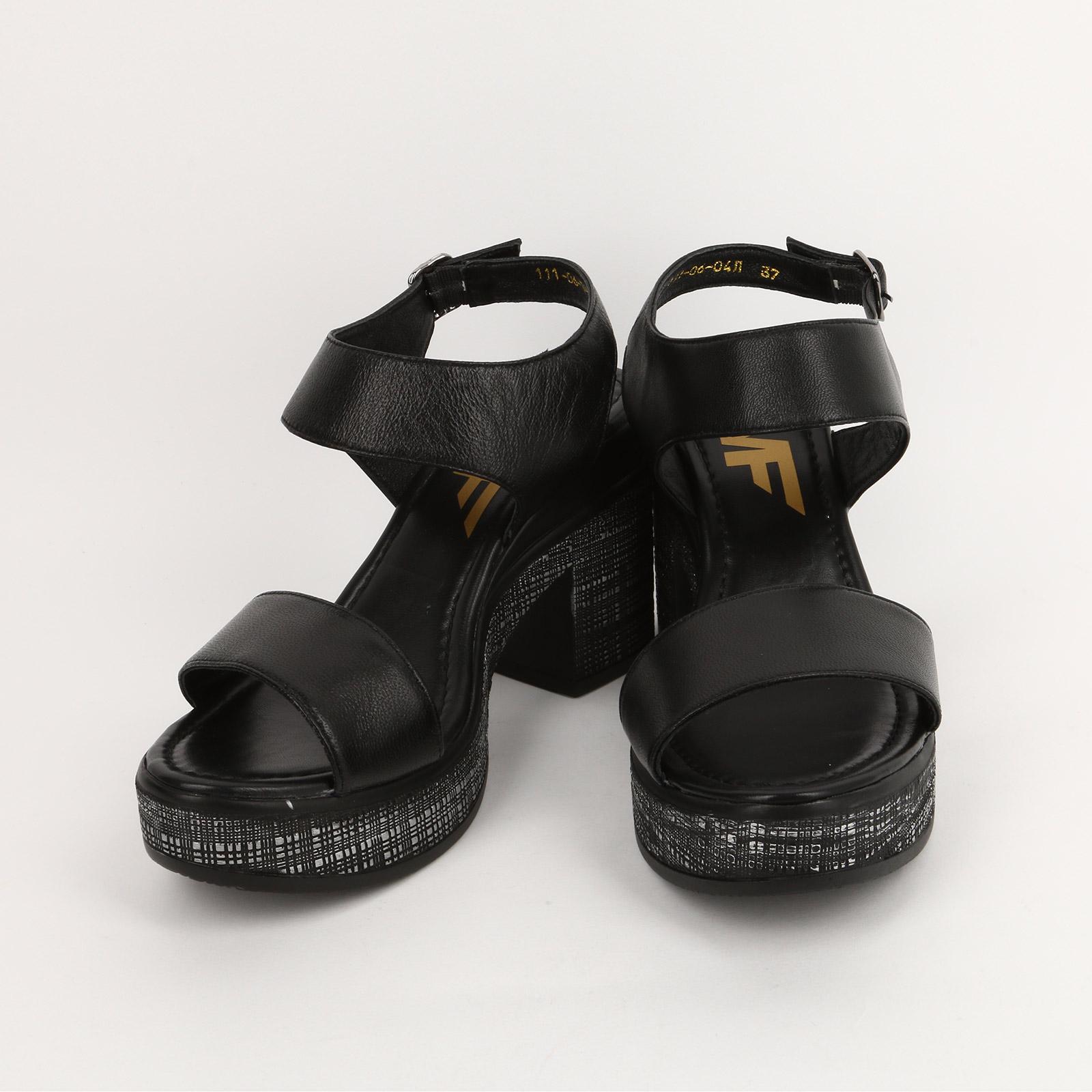 Босоножки на удобном каблуке и с застежкой