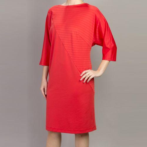 Коралловое платье свободного кроя