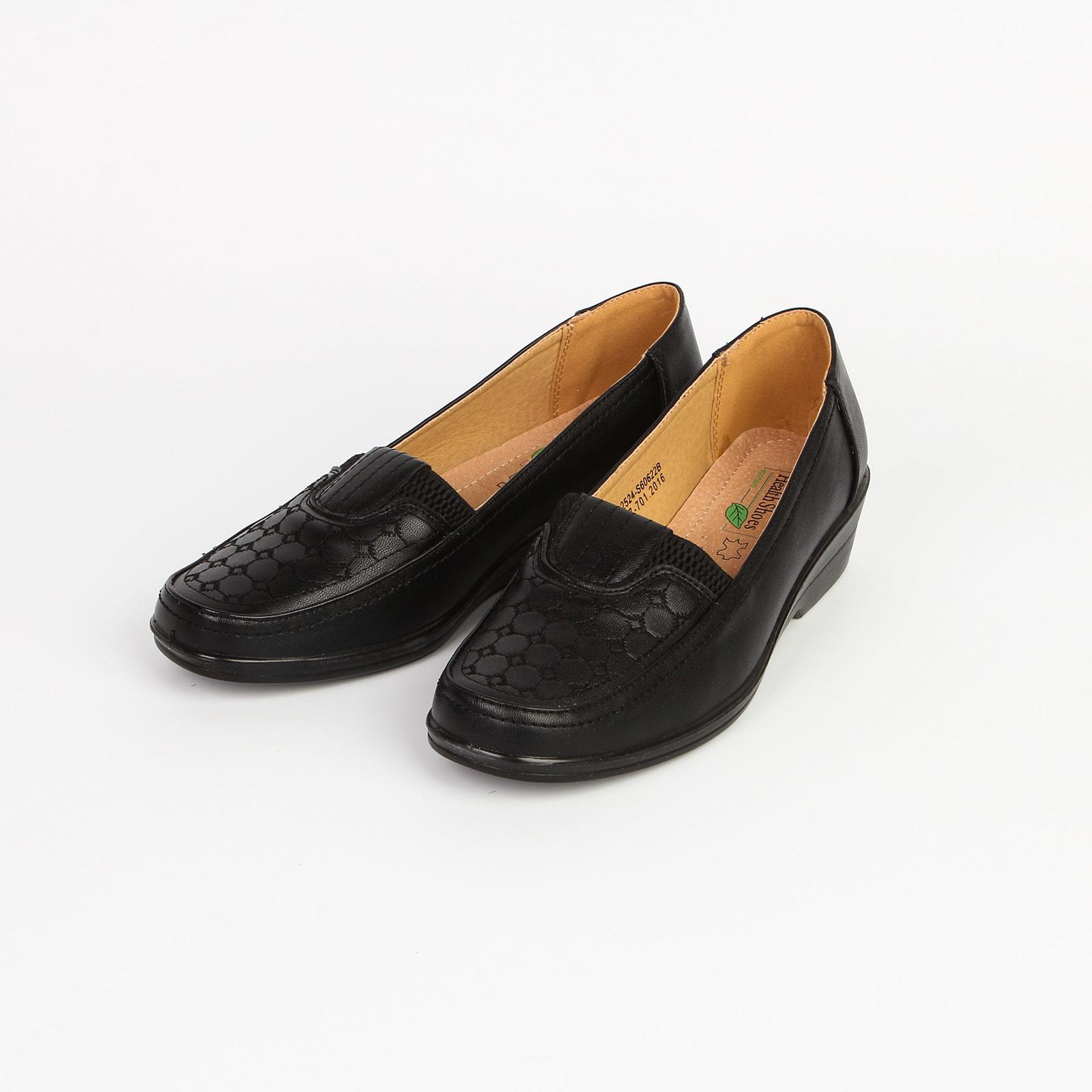 Туфли женские на среднем каблуке с декоративным узором на мысу