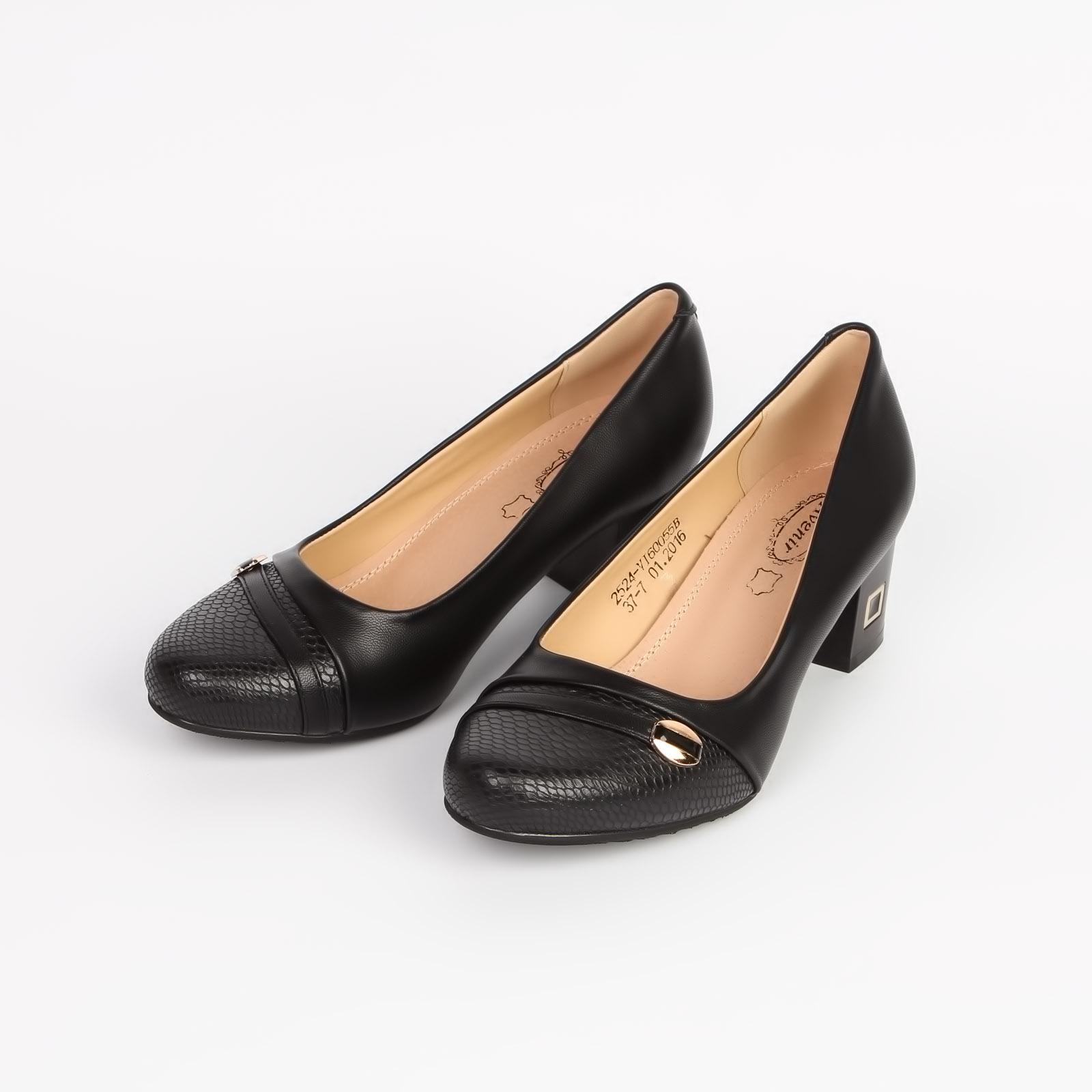 Туфли женские с декоративной деталью на каблуке