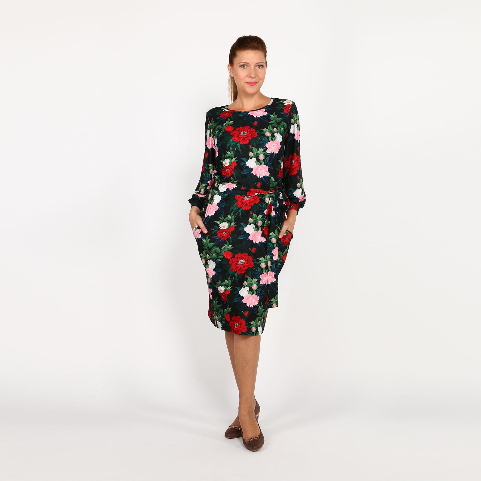 Платье с поясом и округлым вырезом