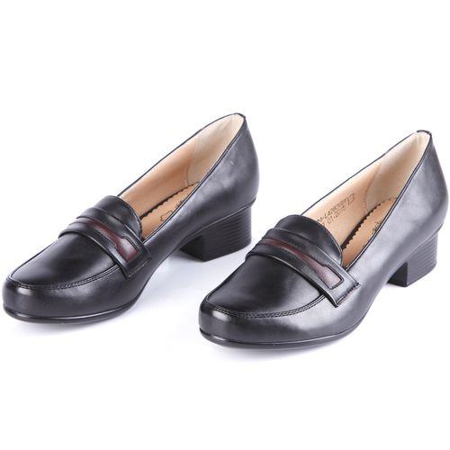 Туфли женские с декоративными элементами на мысу