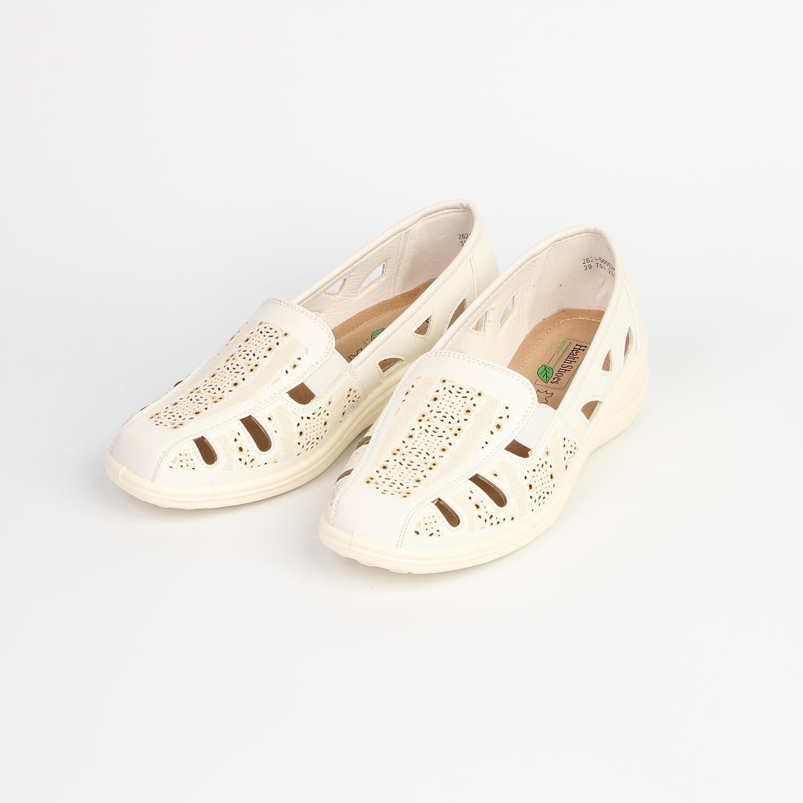 Туфли женские на низкой подошве украшенные крупной перфорацией