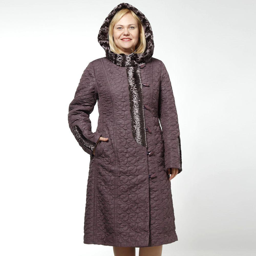 Пальто из стеганой ткани с капюшоном и меховой отделкой