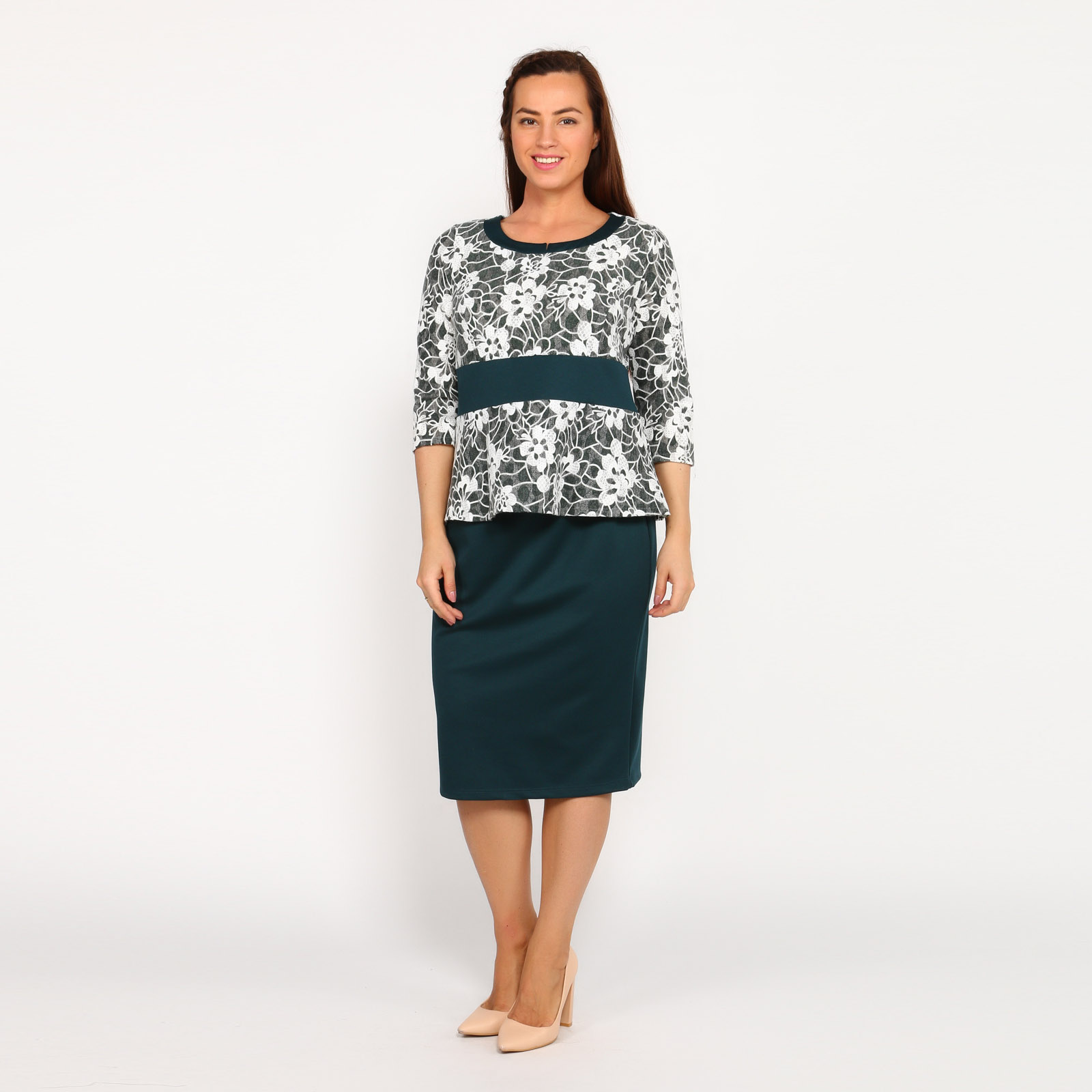 Костюм: блуза с цветочным принтом и юбка