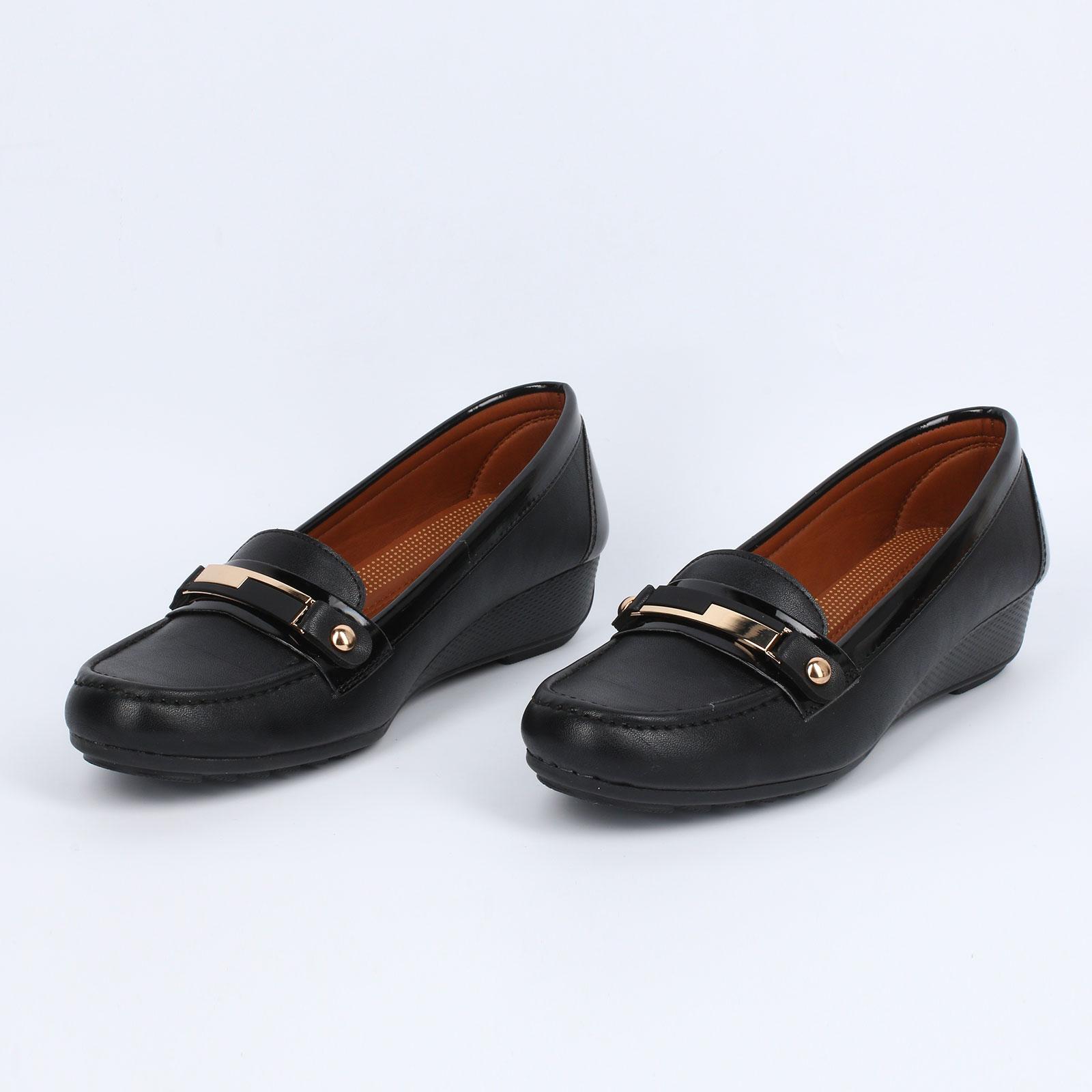 Туфли женские с декоративным элементом