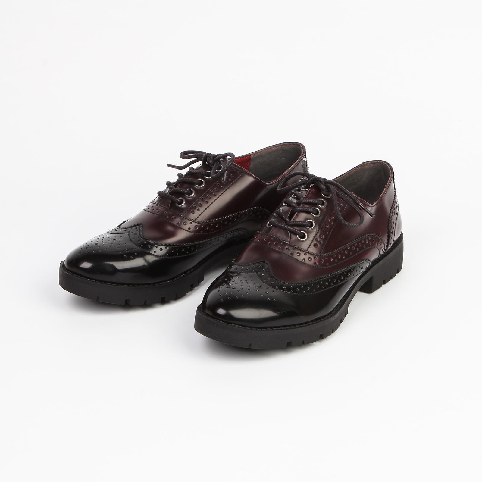 Женские ботинки с декоративной перфорацией