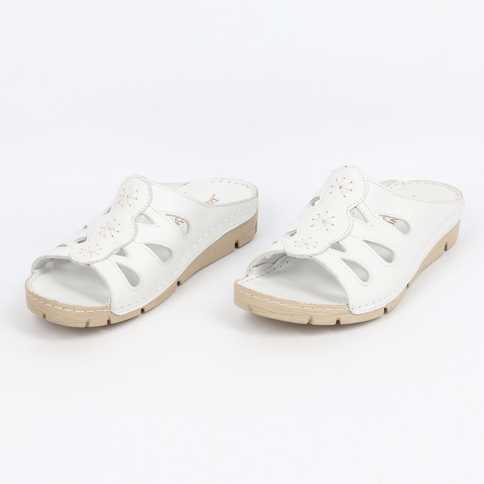 Женские сандалии с декоративной накладкой