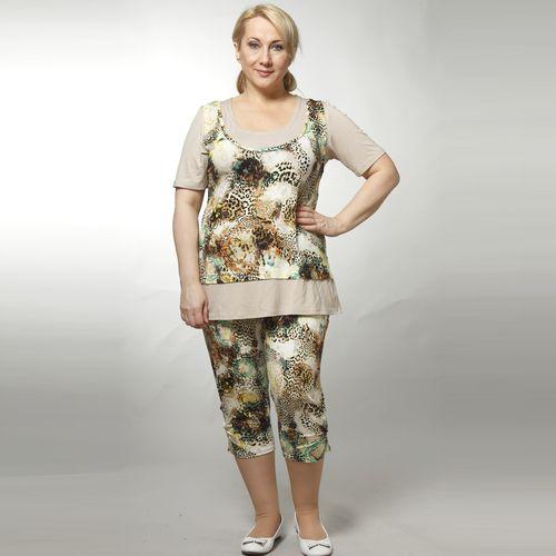 Комплект: футболка с имитацией топа и брюки-капри