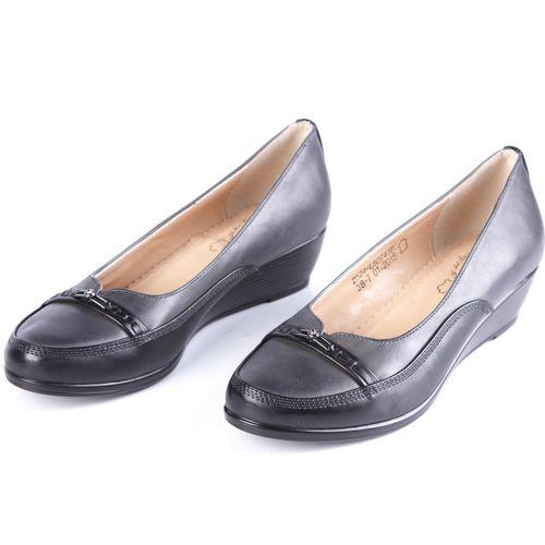 Туфли женские с украшенным мысом на танкетке