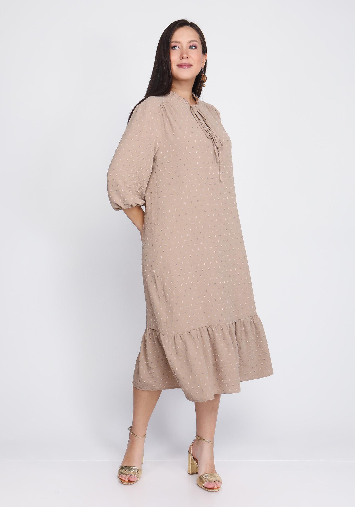 Платье из фактурной ткани с воланом