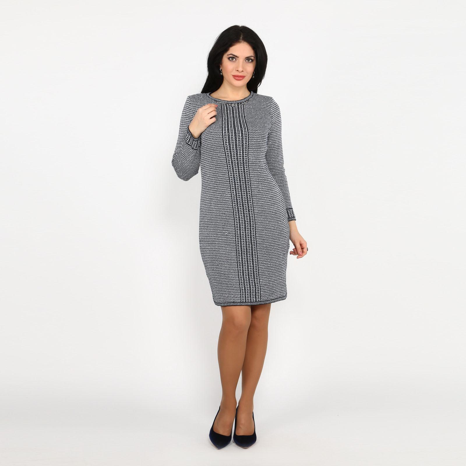 Платье вязаное с украшением