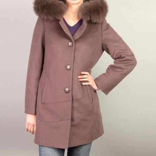 Пальто на пуговицах с капюшоном из натурального меха