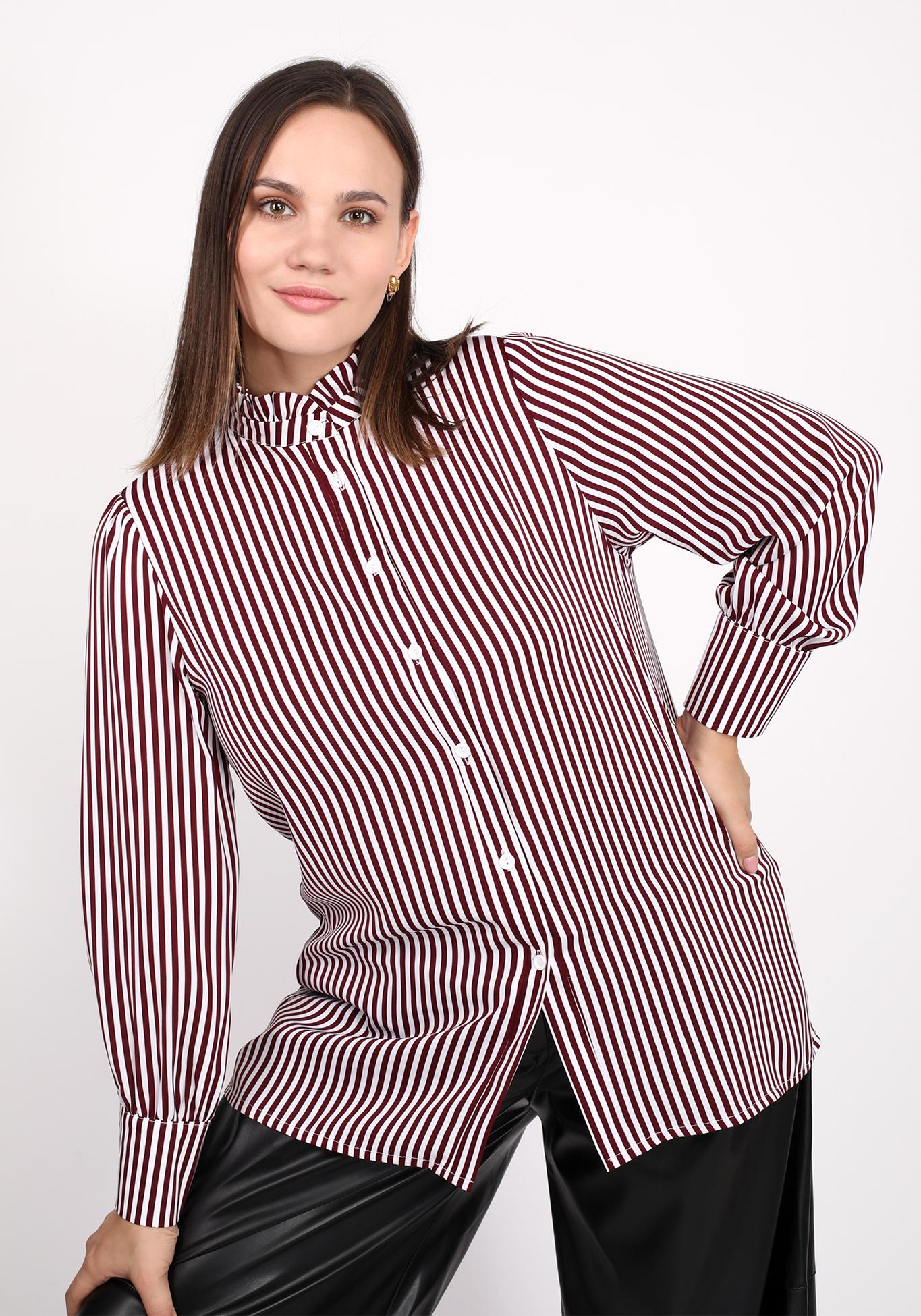 Блуза с эффектным воротником-стойка