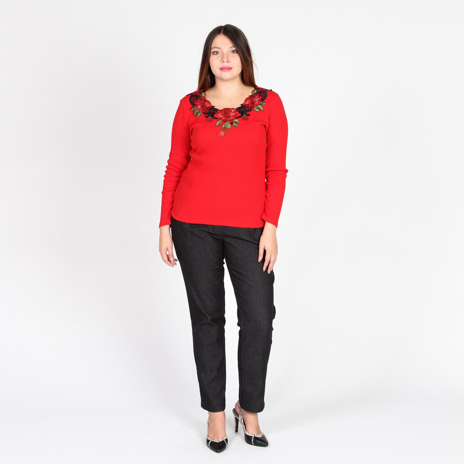 Блуза с декорированной аппликацией