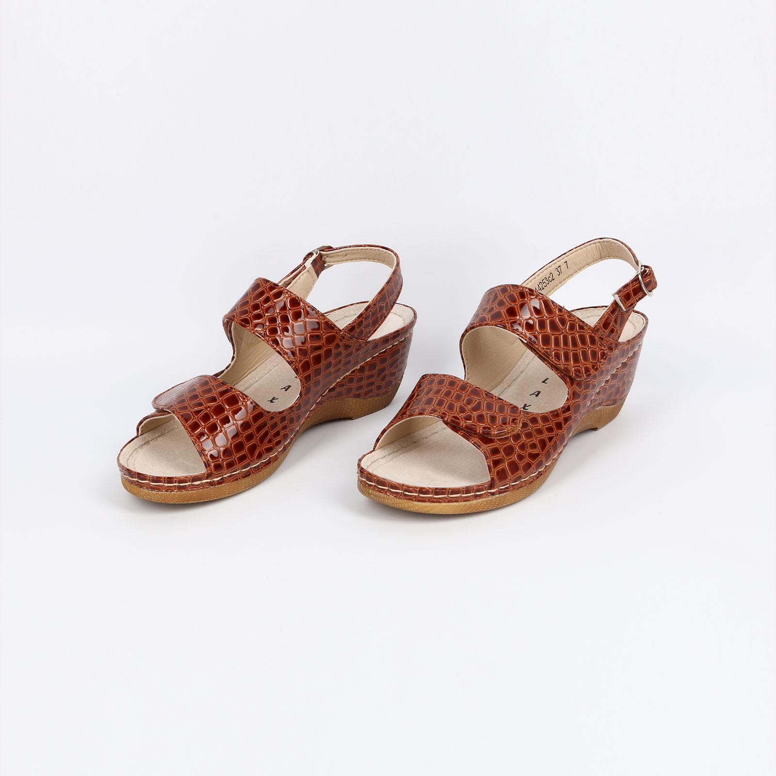 Женские сандалии с тиснением под рептилию