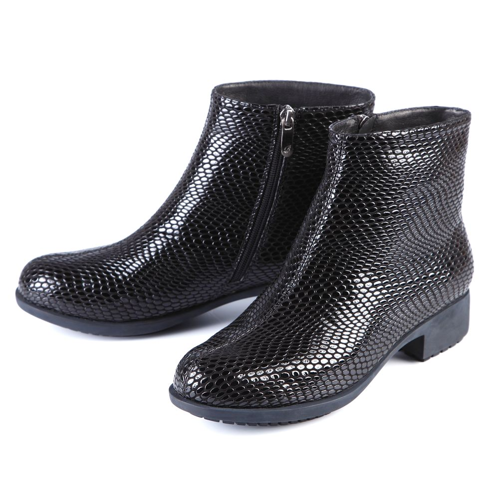 Ботинки женские из натуральной кожи с лакированной поверхностью