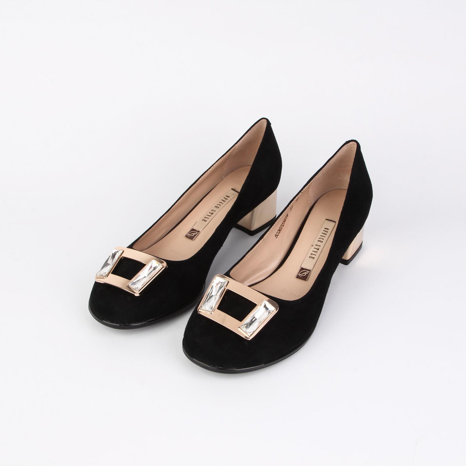 Туфли женские украшенные камнями