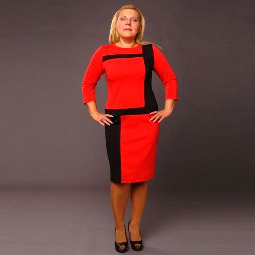 Платье с вставками геометрической формы