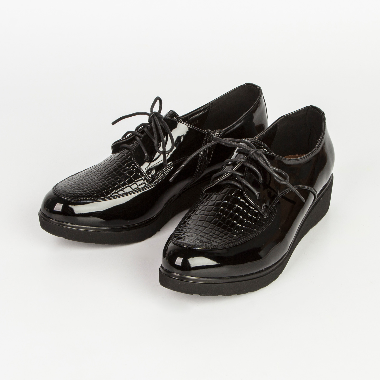 Ботинки женские лакированные на шнуровке и небольшой платформе