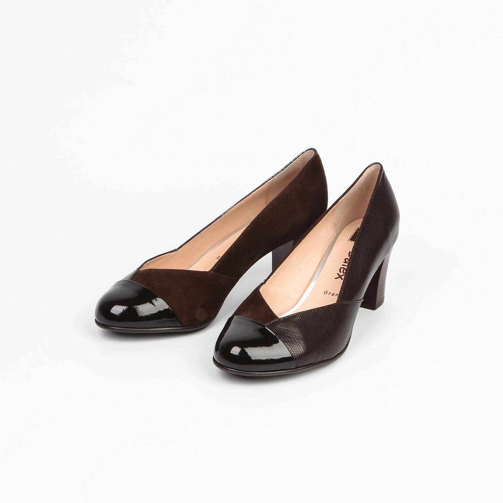 Женские туфли на среднем каблуке