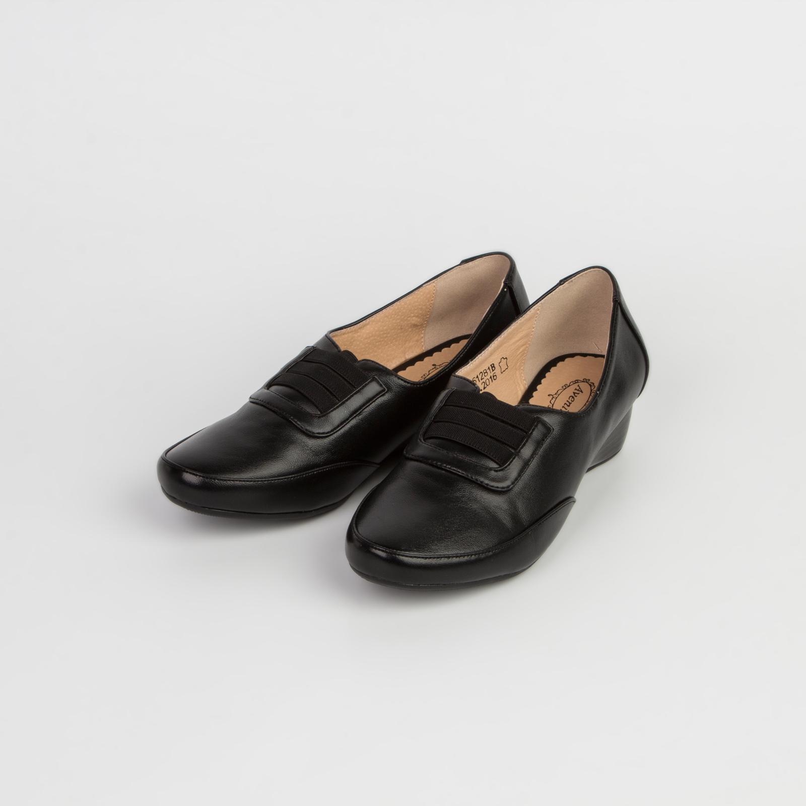Туфли женские на невысокой танкетке со шнуровкой