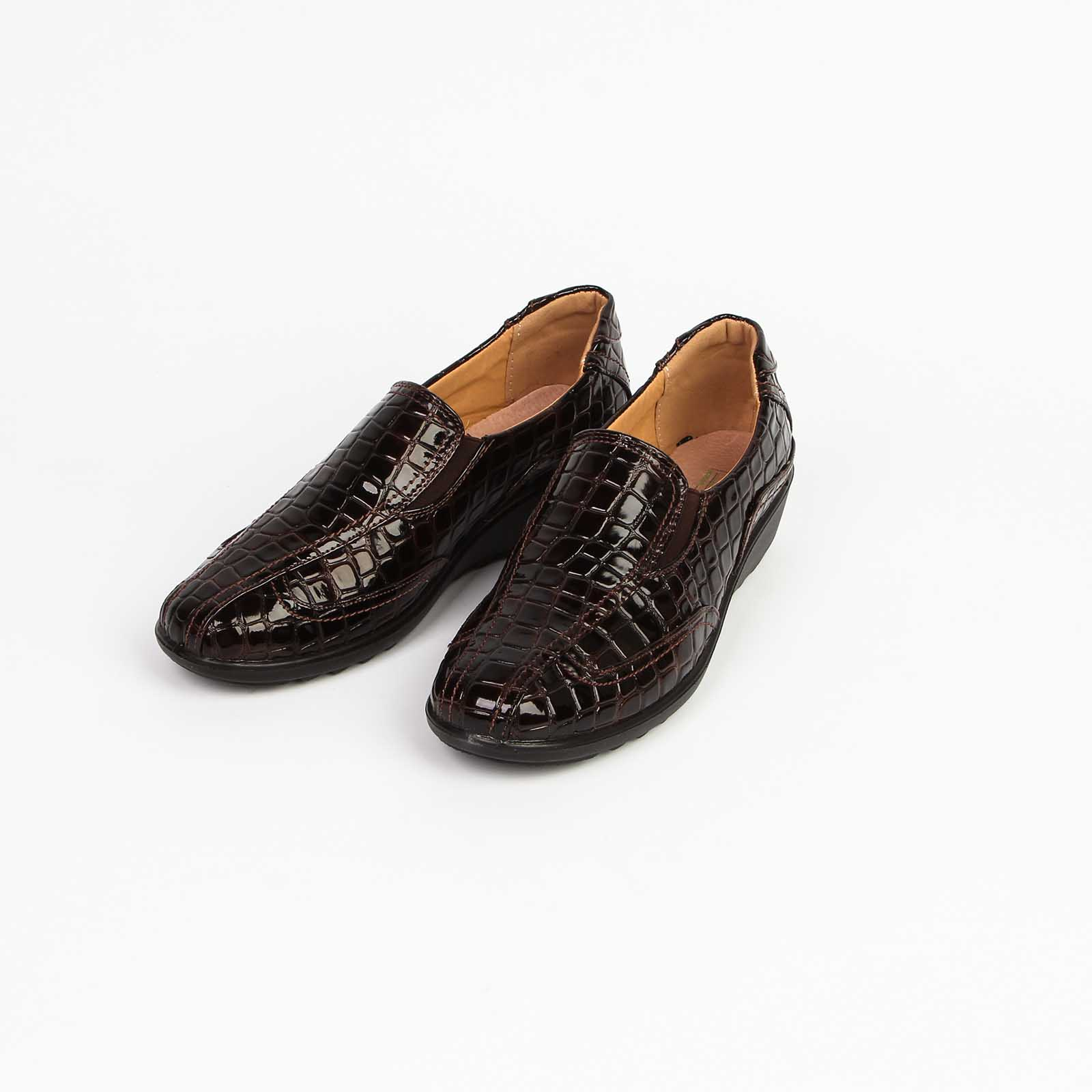 Туфли женские лакированные с эластичными вставками и рифленой подошвой