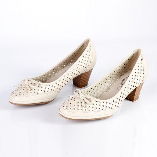 Туфли женские украшенные сквозной перфорацией и бантиком