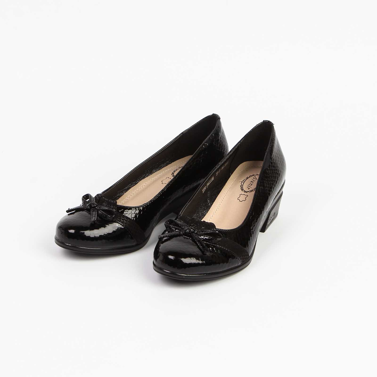 Туфли женские лакированные с изумительным украшением на мысу