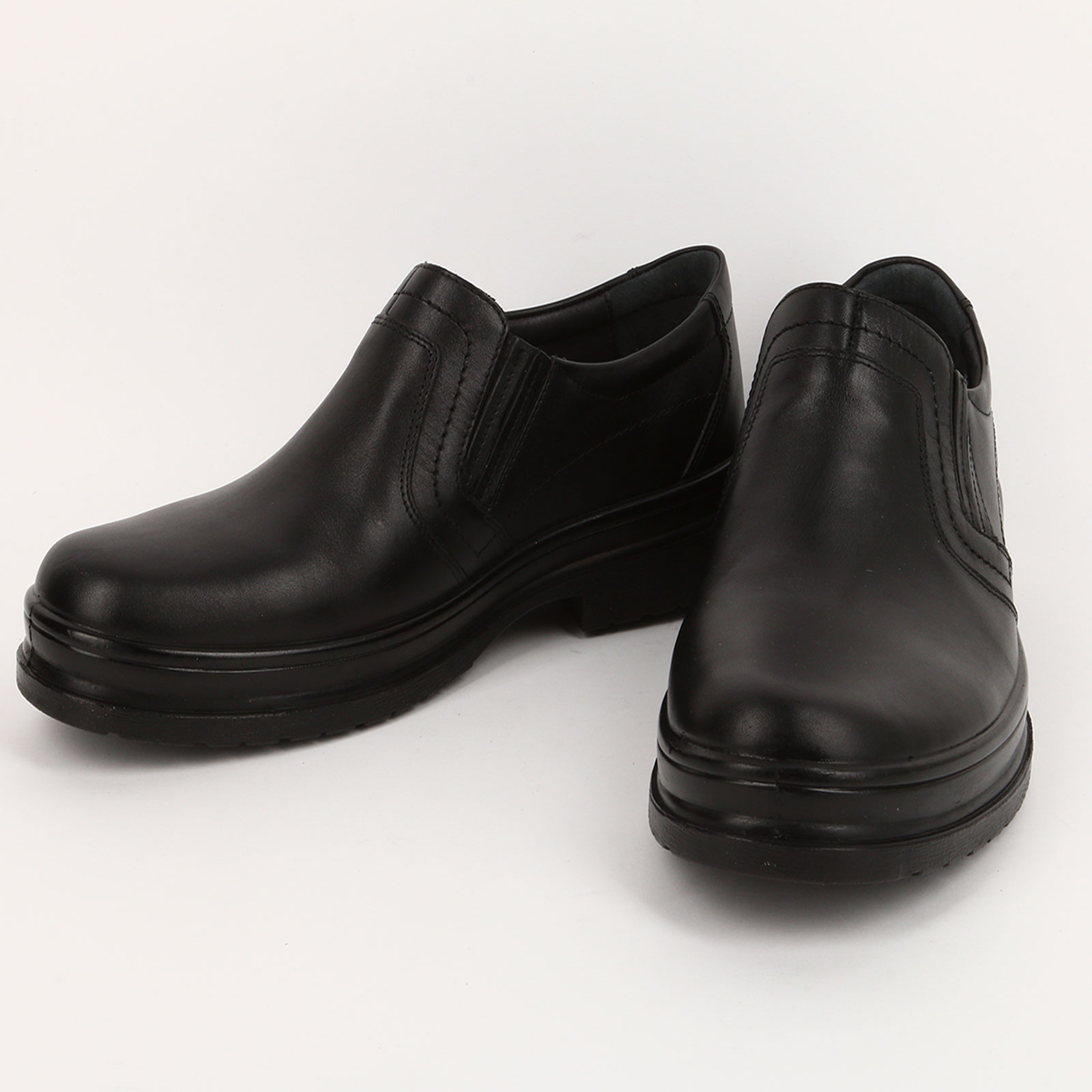 Мужские туфли со вставкой с тиснением