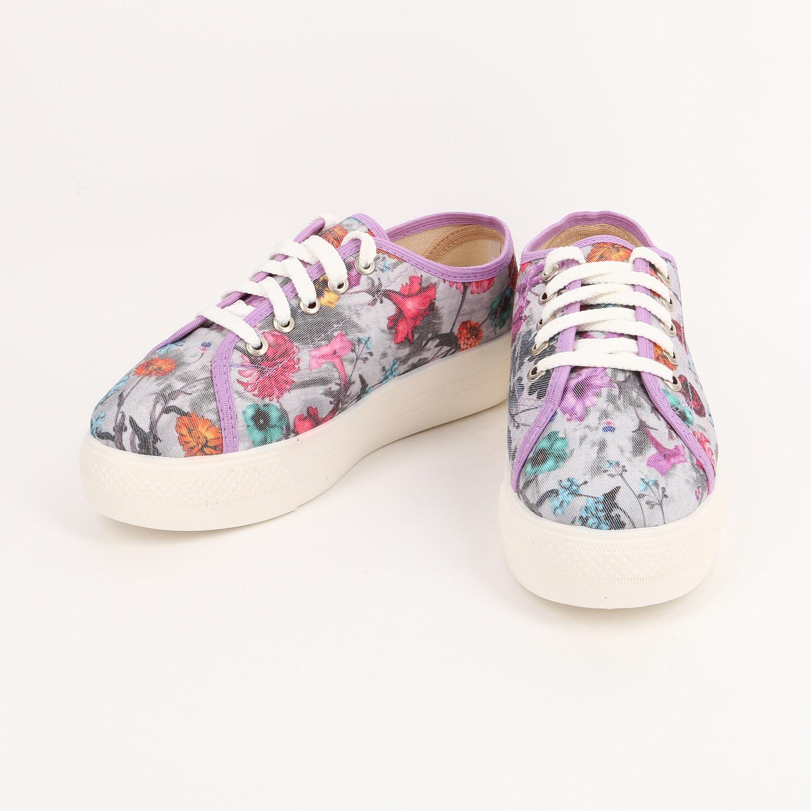 Кеды со шнурками и цветочным рисунком